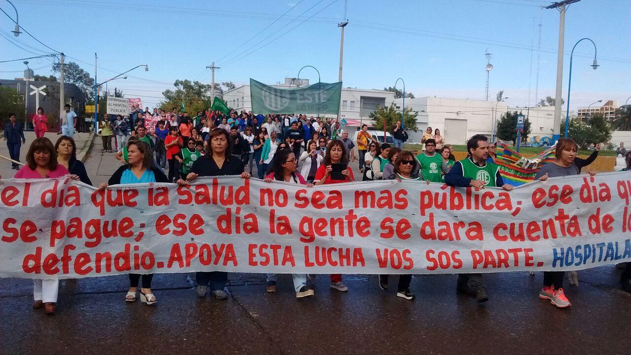 Roca: en el marco del paro de ATE, hospitalarios se movilizan por la ciudad