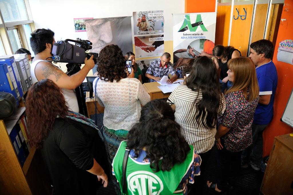 Hace instantes, con ATE, se firmó la totalidad de los contratos de la Subsecretaría de Adultos Mayores