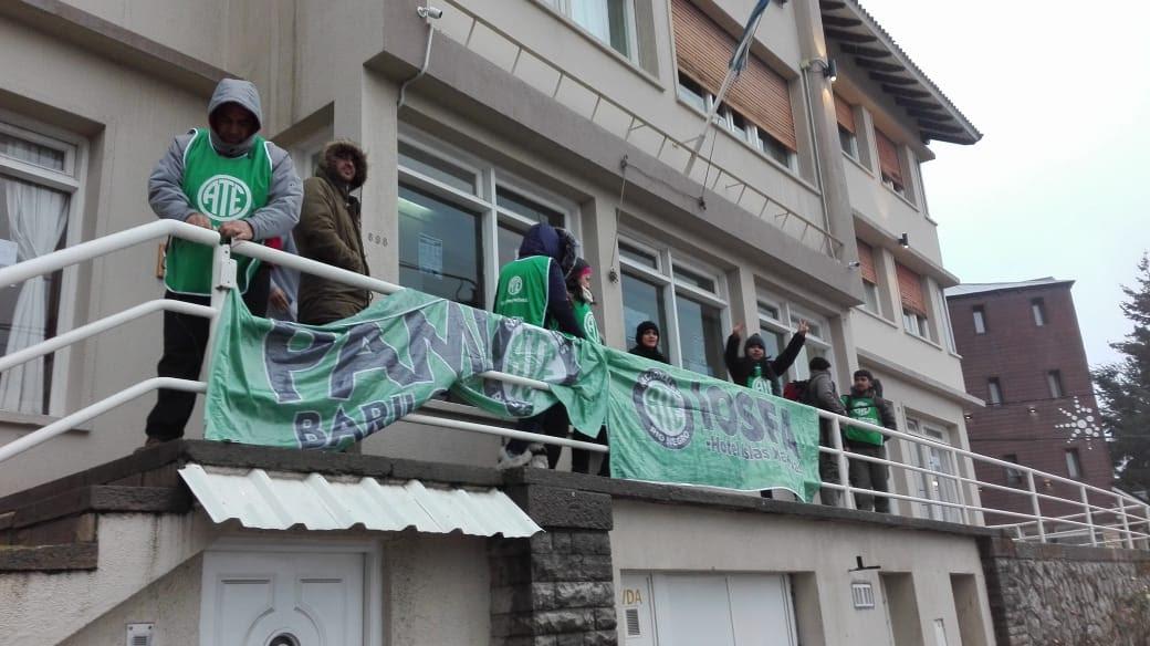 Bariloche | Hoy ATE protestará por aumento salarial sobre el monolito de avenida Bustillo