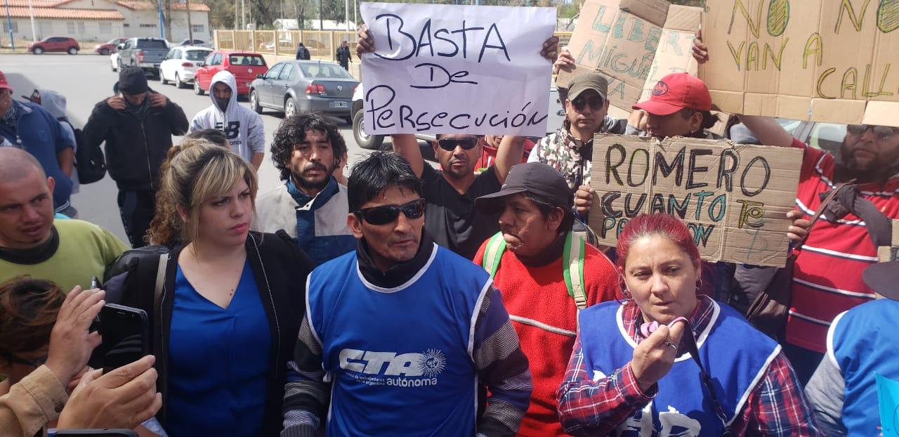 Roca | Báez se entregó y la CTA acampará en la comisaría hasta su liberación