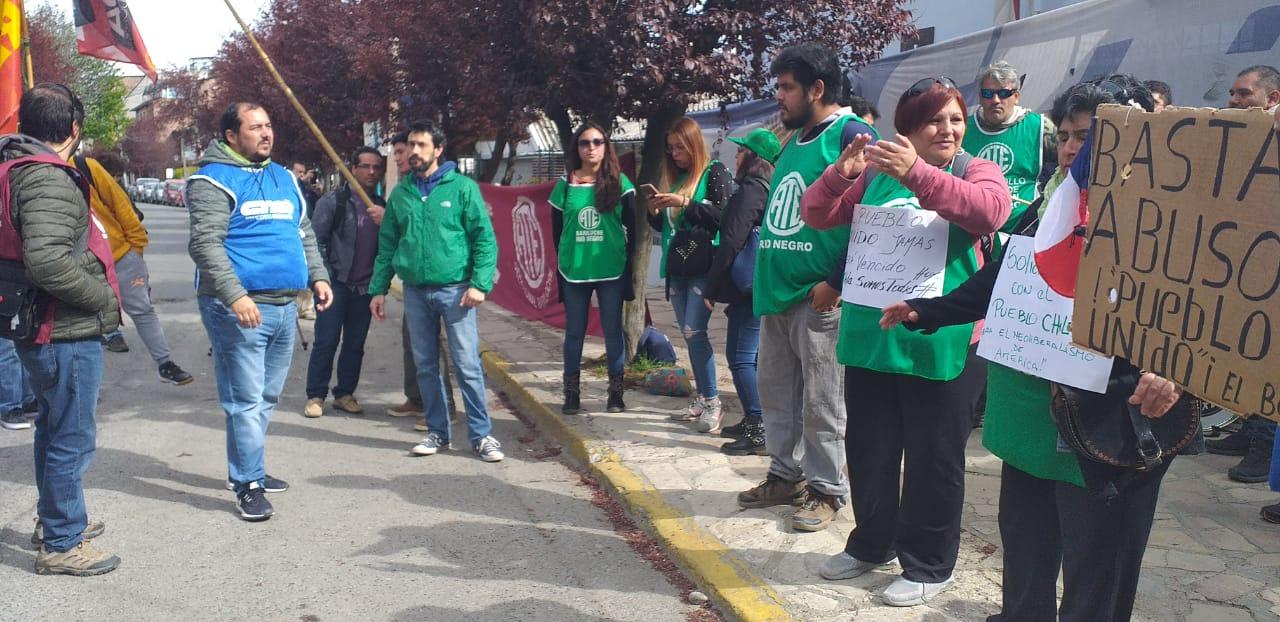 La CTA se manifestó en el Consulado chileno y exigió el cese de la represión