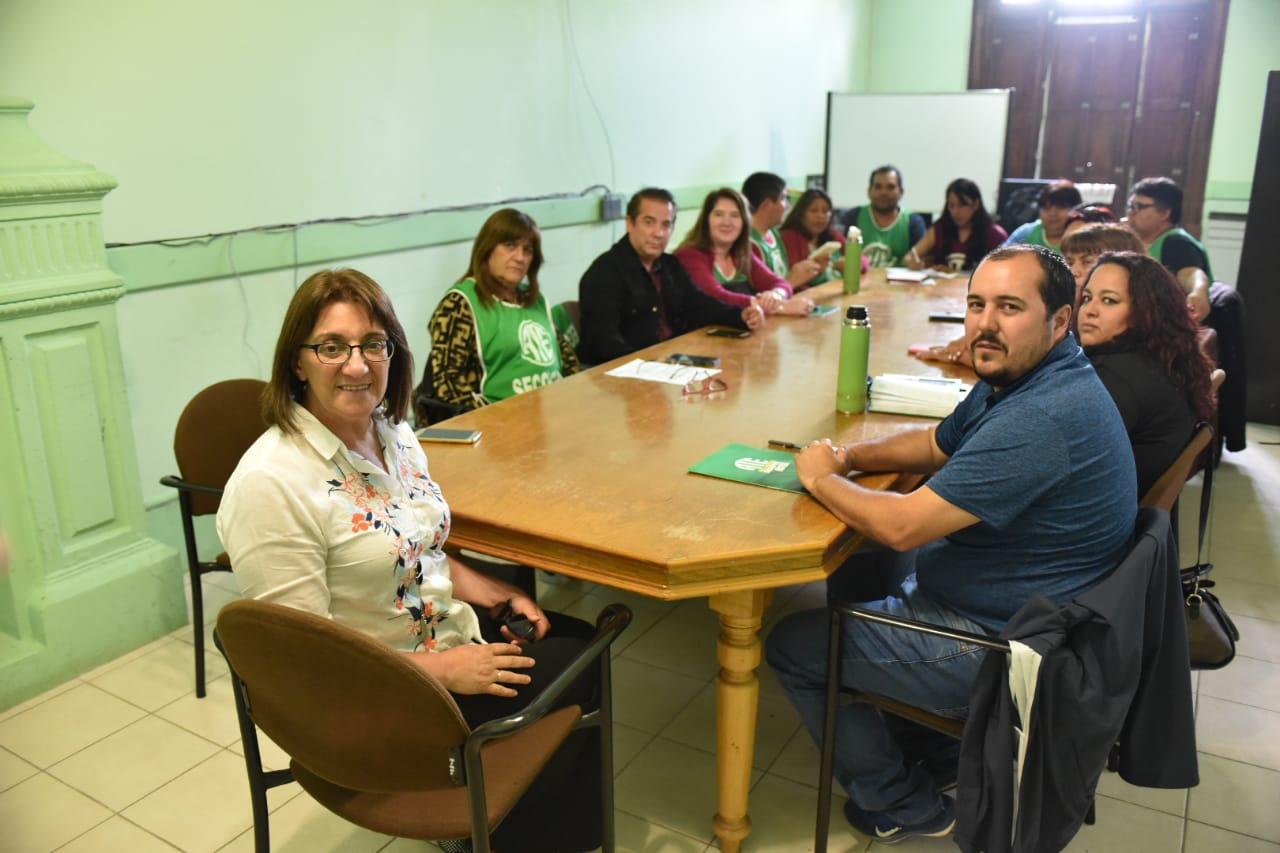 Educación | ATE logra jornada institucional para los porteros de la provincia