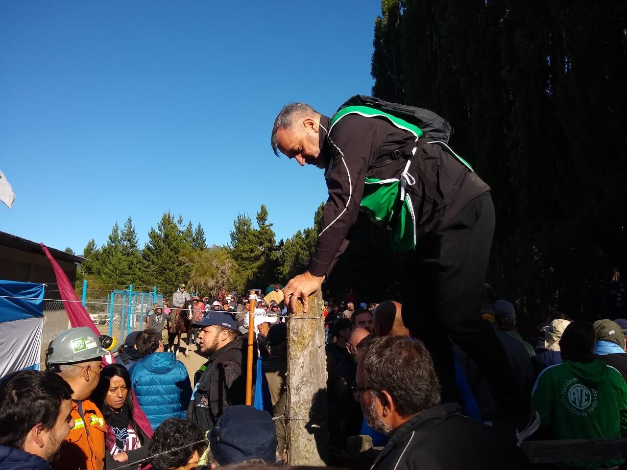 Lago Escondido | Aguiar llegó al Tacuifí y hubo enfrentamientos con la Policía