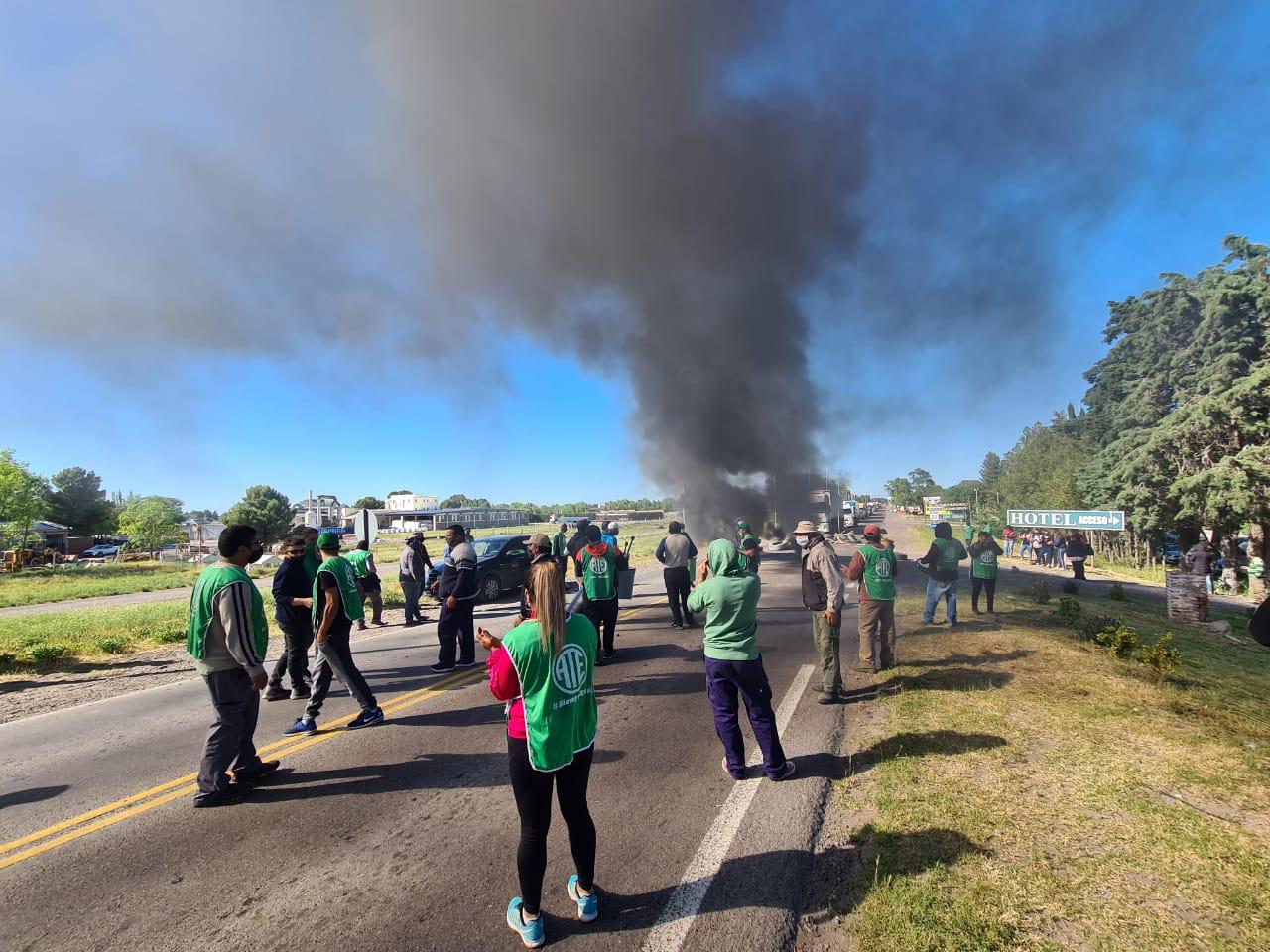 Urgente | ATE realiza corte de ruta en Río Colorado por reclamo salarial