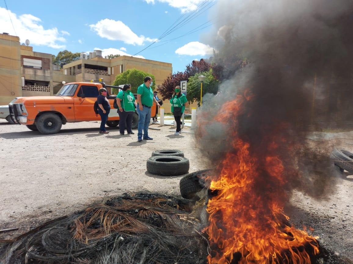 Urgente   ATE protesta en Sierra Grande por incumplimiento de conciliación obligatoria