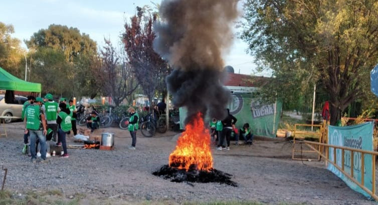 Cinco Saltos | ATE mantiene la protesta y no hay recolección de residuos
