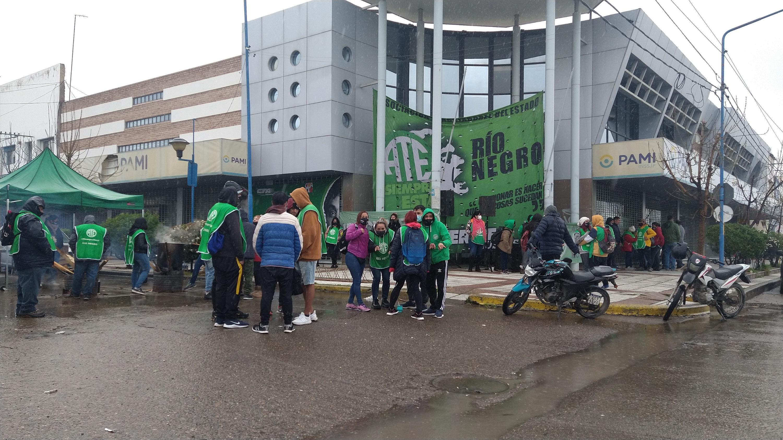 PAMI | Tras la protesta, ATE logra adelantar salario y mantener abierta la paritaria